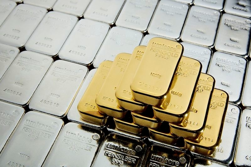 Razmerje med zlatom in srebrom doseglo največjo razliko v 30.letih